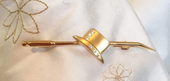 24 carat gold plated dressage hat stock pin