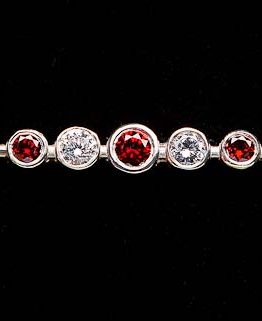 Garnet Graduated Stones Stock Pin in Silver