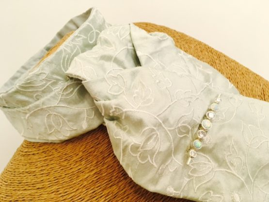 Pre tied Peppermint embroidered tulip pure silk stock